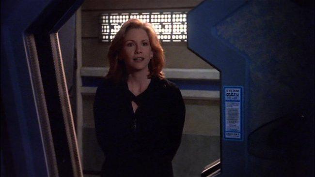 Anna Sheridan in der Tür